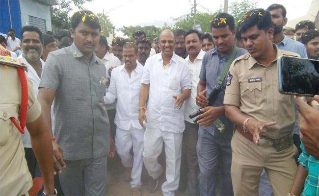 Minister Sankaranarayana Comments On Nara Chandrababu Naidu - Sakshi