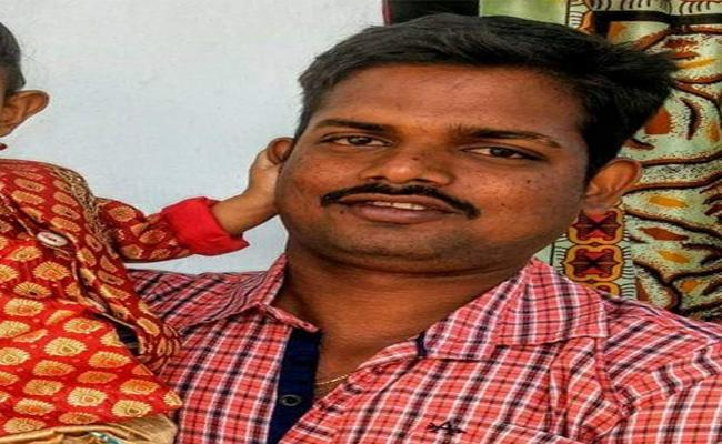 Constable arrested of plotting to Steal In Train - Sakshi