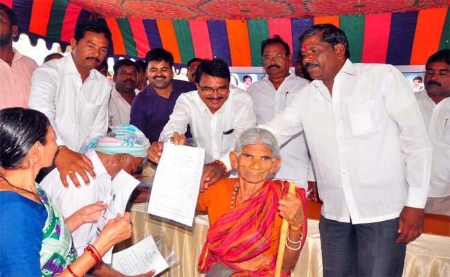 Minister Niranjan Reddy Inaugurated the Pension Distribution Program at Wanaparthi - Sakshi