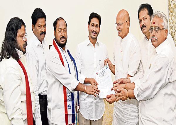 CM YS Jagan promises to BC Leaders - Sakshi