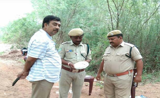 Forest Officials Says, It Is Hyna Not A Leapord In Koyyalagudem Forest - Sakshi