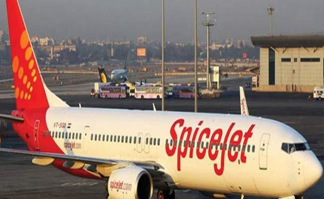 Spicejet Flight Stopped In Shamshabad Airport - Sakshi