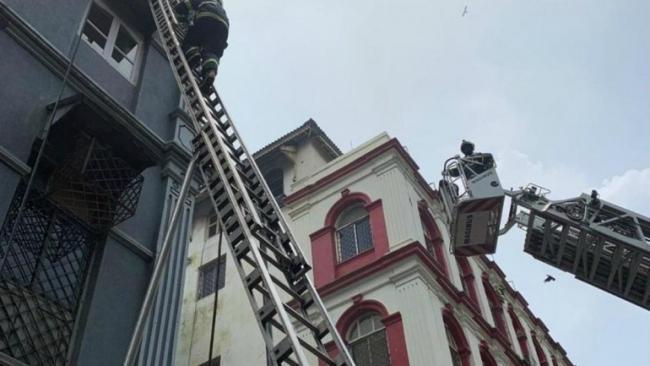 Fire Breaks Out At Churchill Chamber Near Taj Mahal Hotel - Sakshi