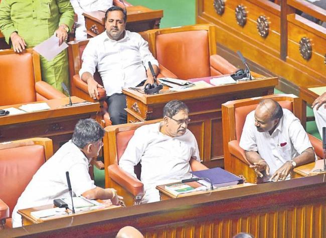 HD Kumaraswamy to vacate Karnataka CM post - Sakshi