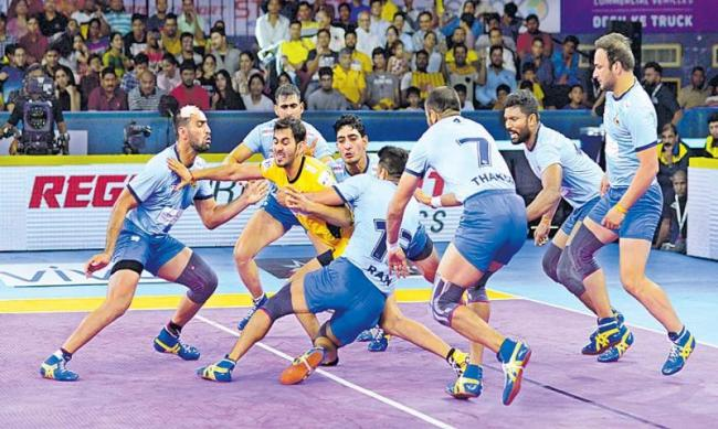 Tamil Thalaivas beat Telugu Titans - Sakshi