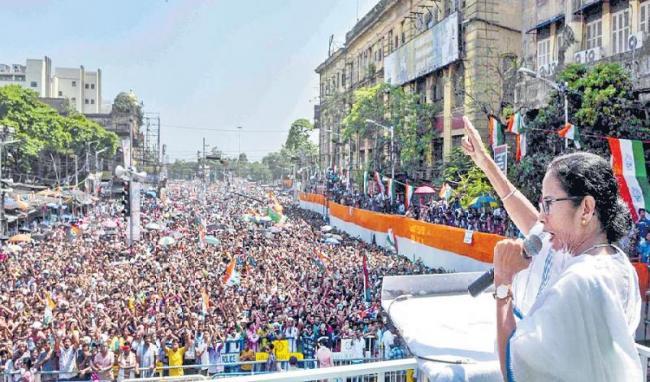 Mamata Banerjee slams BJP - Sakshi