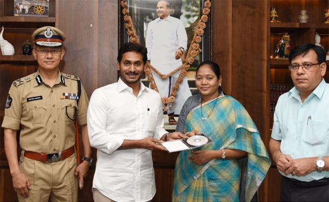CM YS Jagan Released AP SI Results - Sakshi