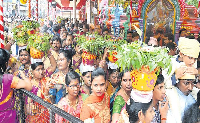 Common People Suffered With VIP Services in Lashkar Bonalu - Sakshi