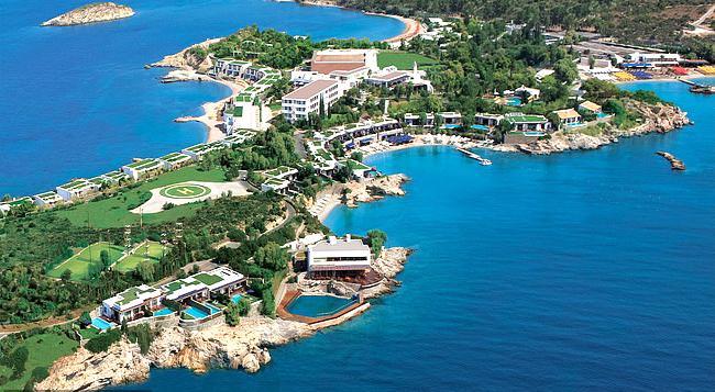 Secret Celebrity Heven In Greece - Sakshi