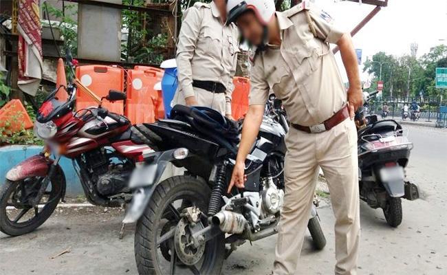 Challans on Bike Horns Rises in Hyderabad - Sakshi