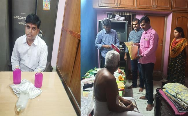 Senior Assistant Caught Demand Bribery in Visakhapatnam - Sakshi
