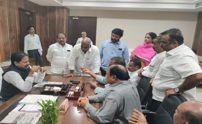 TDP MLAs Meet AP Deputy Speaker Over Suspended Issues - Sakshi