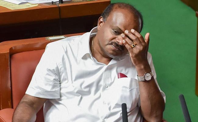 Kumaraswamy Government Collapse In Floor Test - Sakshi