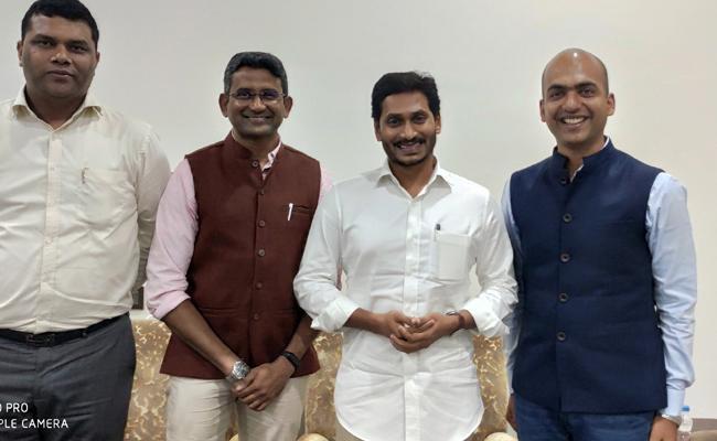 Xiaomi MD Manu Kumar Jain Meets CM YS Jagan Mohan Reddy - Sakshi