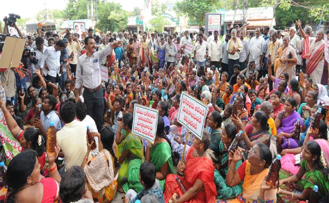 People Rally Against Bhagiratha Chemical Factory In Ongole - Sakshi