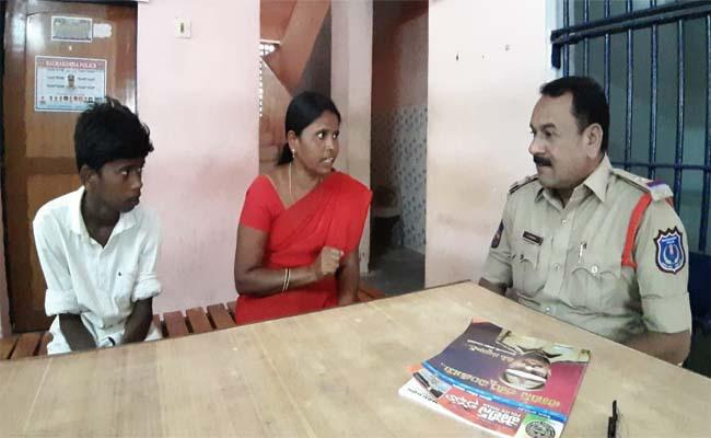 A Mother Who Dialed 100 Said the Son Was Not Going to School - Sakshi
