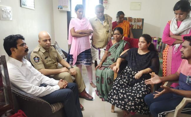Collector Muralidhar Reddy visits Jasith House In Mandapeta - Sakshi