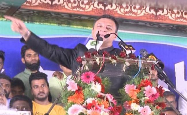 Akbaruddin Owaisi Sensational Comment In Karimnagar MIM Meeting - Sakshi