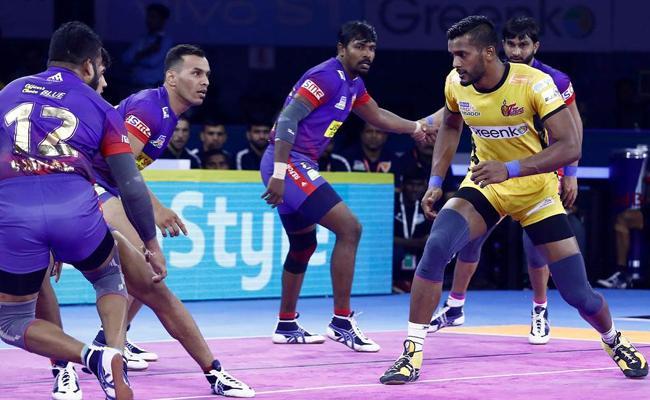 Pro Kabaddi League Dabang Delhi Beat Telugu Titans - Sakshi