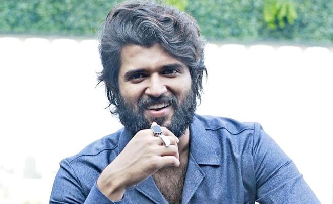 Vijay Deverakonda Says No To Dear Comrade Hindi Remake - Sakshi