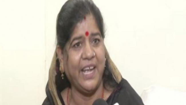 Minister Imarti Devi Said No Problem in Preparing Food Inside Toilet - Sakshi