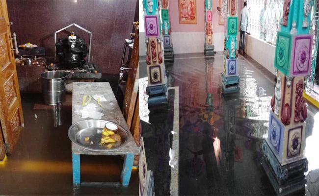Drainage Water In Pillaraya Temple In Yanam East Godavari - Sakshi