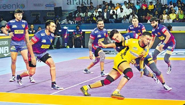 Dabang Delhi beat Telugu Titans in thriller - Sakshi
