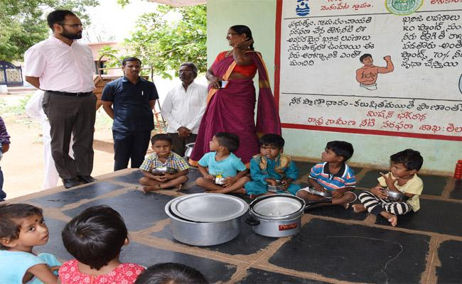 Gadwal Collector Who Inspected the Government School - Sakshi