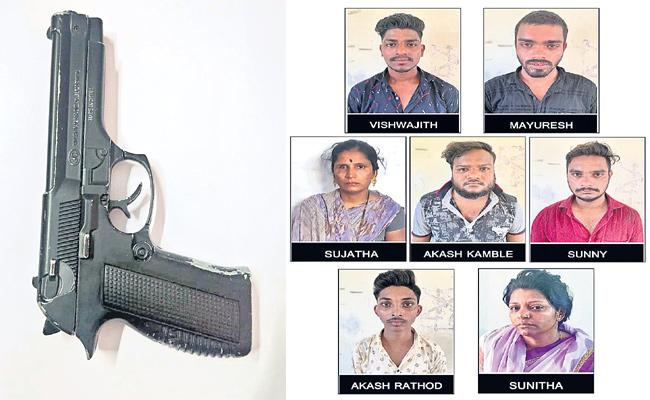 Driver Plan in Robbery Case Hyderabad - Sakshi