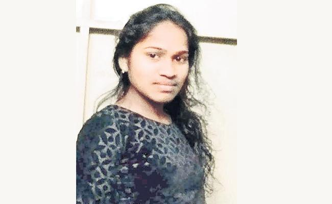 Young Women Kidnapped in Hayathnagar Hyderabad - Sakshi