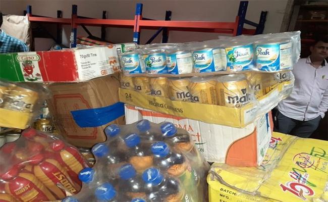 Nigerians Illegal Transport Of Goods In Shamshabad Airport - Sakshi