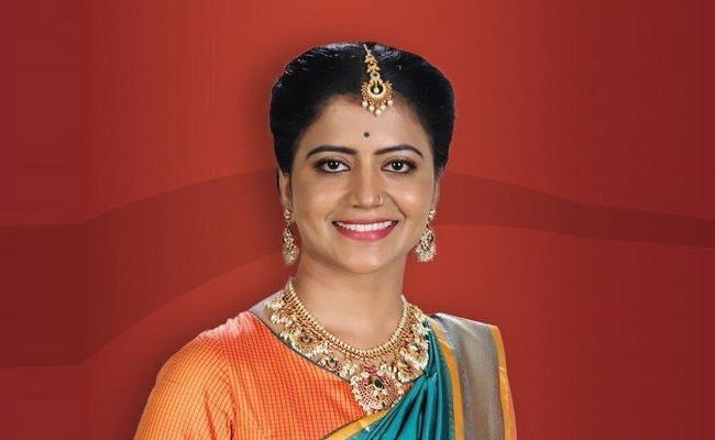 Shiva Jyothi Alias Teenmar Savithri Enters Into Bigg Boss 3 Telugu - Sakshi