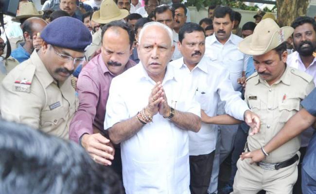 Yeddyurappa Busy With Meeting in Karnataka - Sakshi