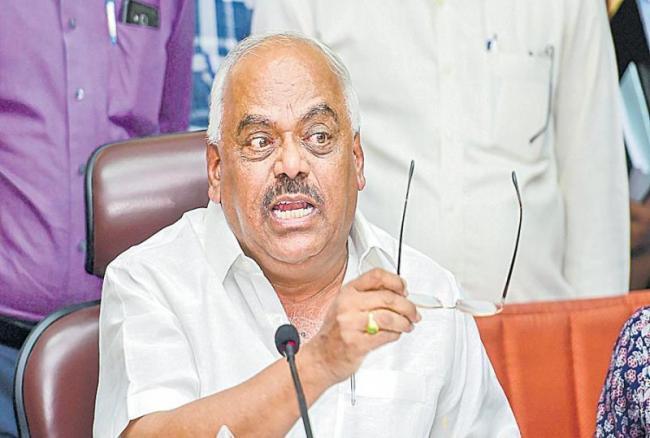 Karnataka Speaker disqualifies three rebel Congress MLAs  - Sakshi