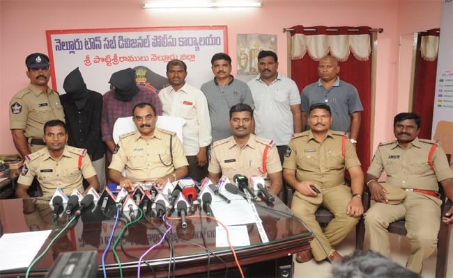 Arrest Of Two Burglars Who Are Chainsnatching - Sakshi