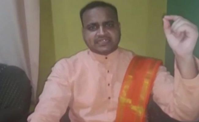 BJP Leader Calls For Chopping Off MP Azam Khan Head - Sakshi