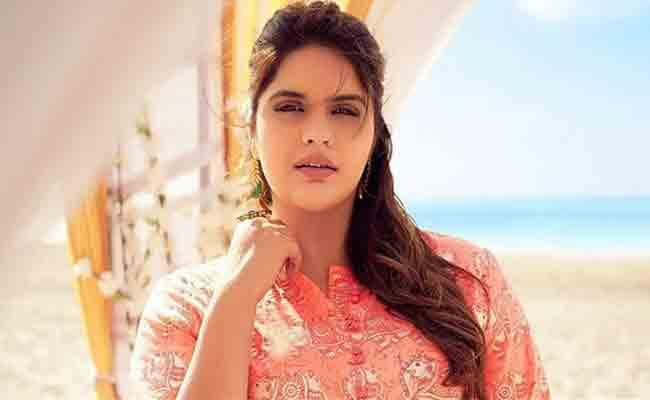 Actress Anjali Anand Writes Lets Kill Them With Kindness And Love Over Fat Shamed Trolls - Sakshi