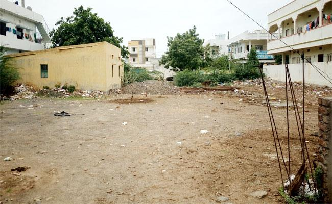 Police Accupied Park In Police Colony Ongole Town - Sakshi