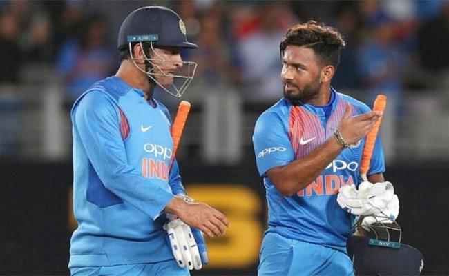 Rishabh Pant Says No Chance To Replacing Dhoni In ODIs - Sakshi