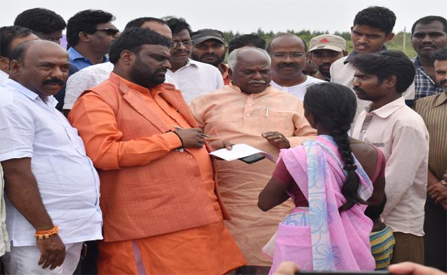 SC And BC Commission Members Inspecting The Controversial Site - Sakshi
