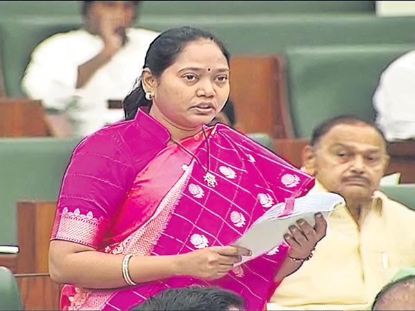 Mekathoti Sucharita Comments on Chandrababu Govt - Sakshi