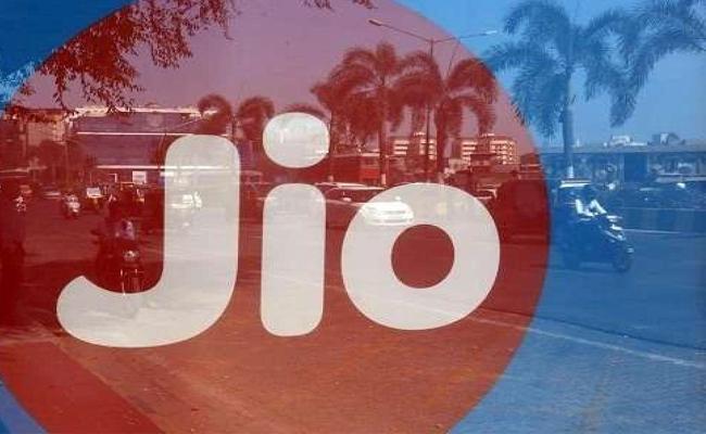 Jio emerges as India biggest telecom player - Sakshi