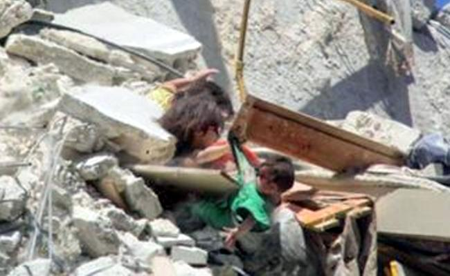 Syrian Girl Caught Baby Sister Shirt Protect Her As She Fall Off From Bombed Building - Sakshi