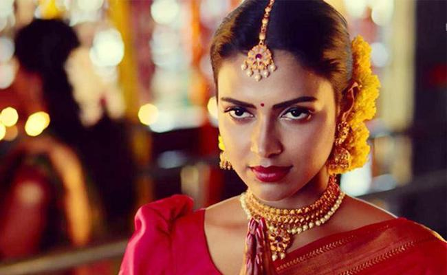 Amala paul Comments on Ethnic and religious - Sakshi