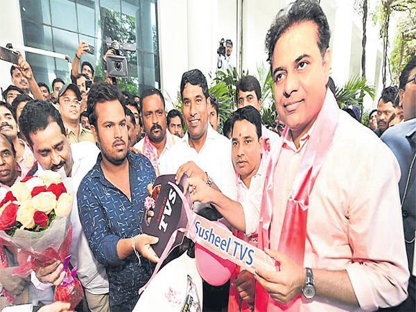 KTR Helping hand to the Student Khushwant - Sakshi