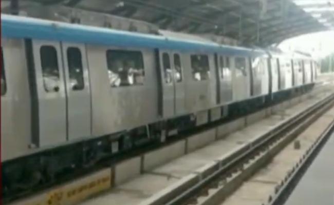 Hyderabad Metro Train turns up at wrong track - Sakshi