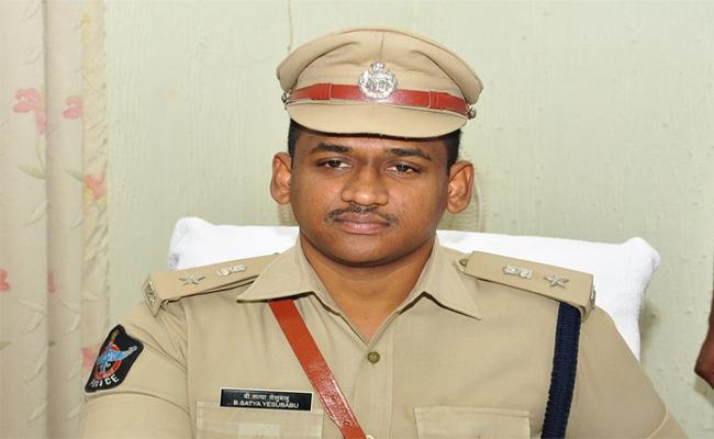 Satyayesubabu Of The SP Of The District Said That The Problems Of The Public Will Be Solved - Sakshi