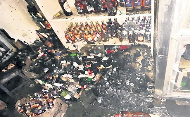 Beer Bottles Has Cracked Because Of Short Circuit In  Wineshop, Siddipet - Sakshi