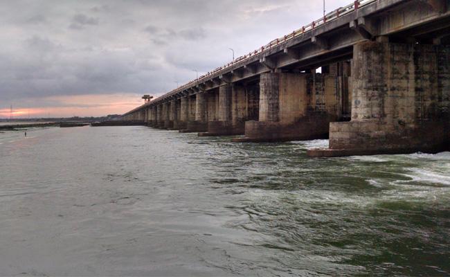 Heavy Water Flow In Godavari River At Dhavaleswaram Project - Sakshi