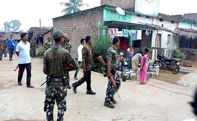 Security Forces Checking in AOB in Wake of Maoist Martyrs Memorial Weekend - Sakshi